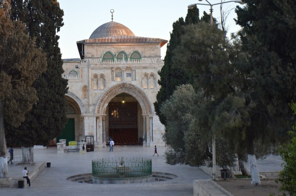 2- Aqsa-masjid-daytime-front-door